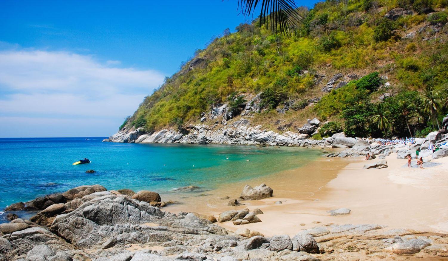 ya-nui-beach-digital-nomad